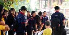 """Trao yêu thương với chương trình tình nguyện """"Thắp sáng nụ cười trẻ thơ""""  do Liên Chi đoàn Viện Việt – Anh tổ chức"""
