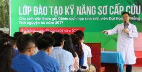 Đào tạo kỹ năng sơ cấp cứu cho tình nguyện viên tham gia chiến dịch Học sinh sinh viên Đại học Đà Nẵng tình nguyện hè năm 2017