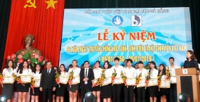 """Hội Sinh viên Đại học Đà Nẵng long trọng kỷ niệm 69 năm Ngày truyền thống học sinh, sinh viên Việt Nam và tuyên dương """"sinh viên 5 tốt"""" năm học 2017-2018"""