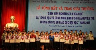 Toàn cảnh trao giải sinh viên NCKH năm 2018