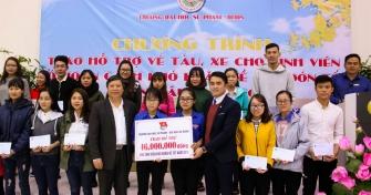 Đại học Sư Phạm: Trao hỗ trợ vé tàu, xe cho 230 sinh viên có hoàn cảnh khó khăn về quê đón Tết