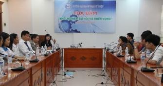 Phó Giám đốc Sở Khoa học và Công nghệ (KH&CN) TP Đà Nẵng Vũ Thị Bích Hậu chia sẻ với các bạn sinh viên Trường đại học Sư phạm Kỹ thuật tại Tọa đàm