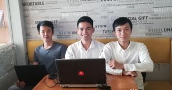 """Với dự án """"Cơm của U"""", nhóm của Phú (giữa) kỳ vọng đem đến cho khách hàng những bữa cơm mang không khí ấm áp của gia đình."""