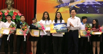 Sinh viên Đại học Đà Nẵng hào hứng với vòng loại cúp vô địch Bóng đá Tài chính 2018
