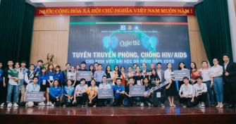 Sinh viên Đại học Đà Nẵng tìm hiểu công tác phòng, chống HIV/AIDS