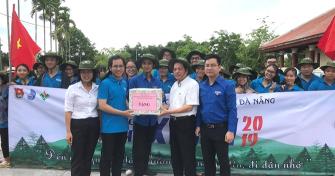 Ban Chỉ đạo Đại học Đà Nẵng thăm và tặng quà cho các tình nguyện viên tham gia Chiến dịch sinh viên tình nguyện hè năm 2019