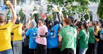 Sinh viên Lào vui Tết cổ truyền Bunpimay xa quê