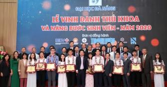 Lễ Vinh danh Thủ khoa và Nâng bước sinh viên Đại học Đà Nẵng năm 2020: Trang trọng, ý nghĩa, truyền cảm hứng, động lực cho sinh viên