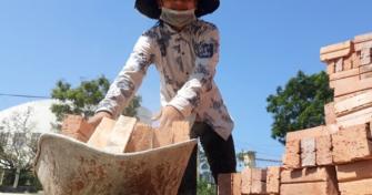 Nữ sinh 10X phụ hồ, bốc rác từng muốn nghỉ học đậu ĐH Kiến trúc, Bách Khoa