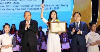 """Sinh viên Đại học Đà Nẵng vinh dự nhận Giải thưởng Sao Tháng Giêng và """"Sinh viên 5 tốt"""" cấp Trung ương"""