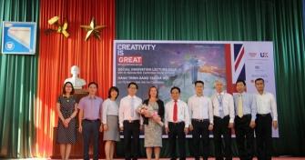 Đại diện Đại học Đà Nẵng, Hội đồng Anh tại Đà Nẵng, Vườn ươm doanh nghiệp Đà Nẵng chụp ảnh lưu niệm cùng TS. Belinda Bell tại Hội thảo.